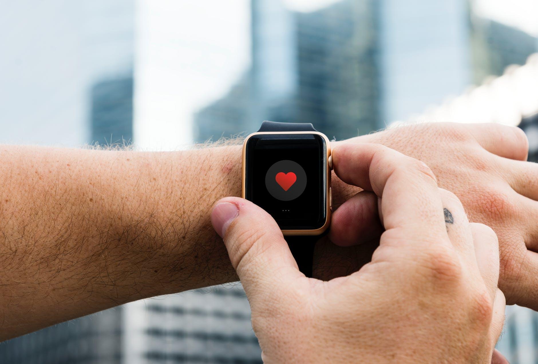 Use o monitor de frequência cardíaca para ver se você se levanta alto o suficiente no pulso desde o início e não vá para o final com muita força
