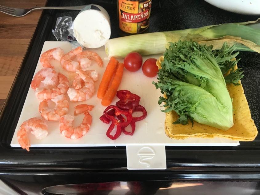 Os ingredientes estão prontos para um taco saudável