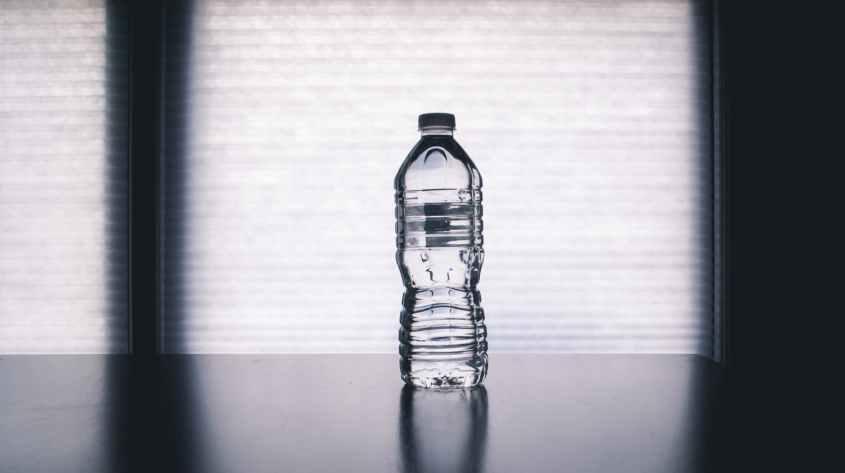 O Colégio Americano de Medicina Esportiva recomenda que você beba 6 dl de água antes da sessão de treinamento