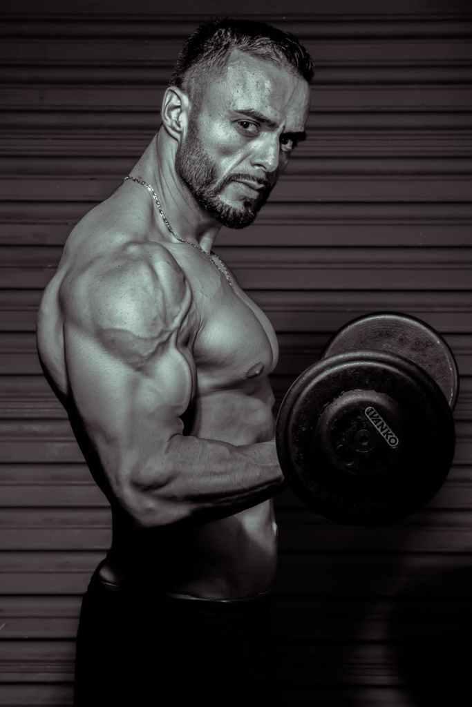 Para o aumento do crescimento muscular, a pesquisa mostrou que exercitar um músculo uma vez por semana não é suficiente