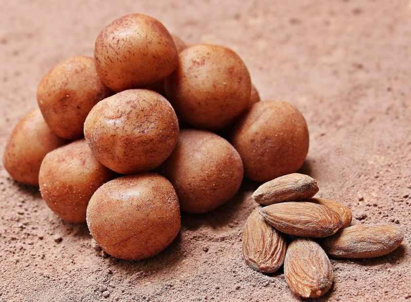 Batata doce  contém vitaminas A e C, além de manganês.A batata doce é boa para o câncer e é uma boa fonte de fibras e ferro