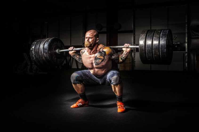 O volume do exercício também está ligado a ganhos de força, mas requer treinamento com 85% de 1RM