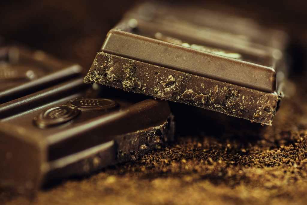 Chocolate pode ajudar na saúde em quantidades moderadas