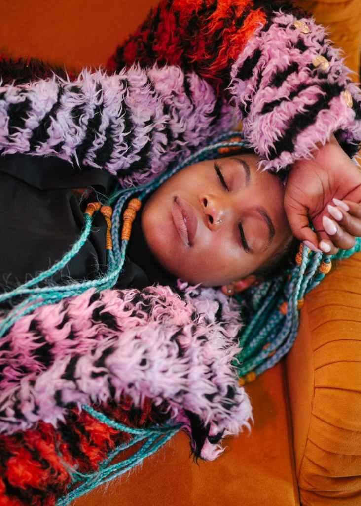 Um novo estudo mostra que as pessoas que gostam de dormir durante a manhã geralmente fazem mais escolhas alimentares prejudiciais ao longo do dia do que as pessoas saudáveis.